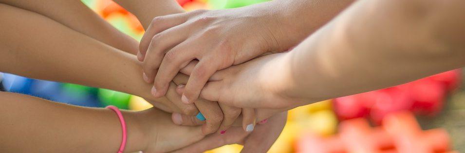 hands-2847508_960_720