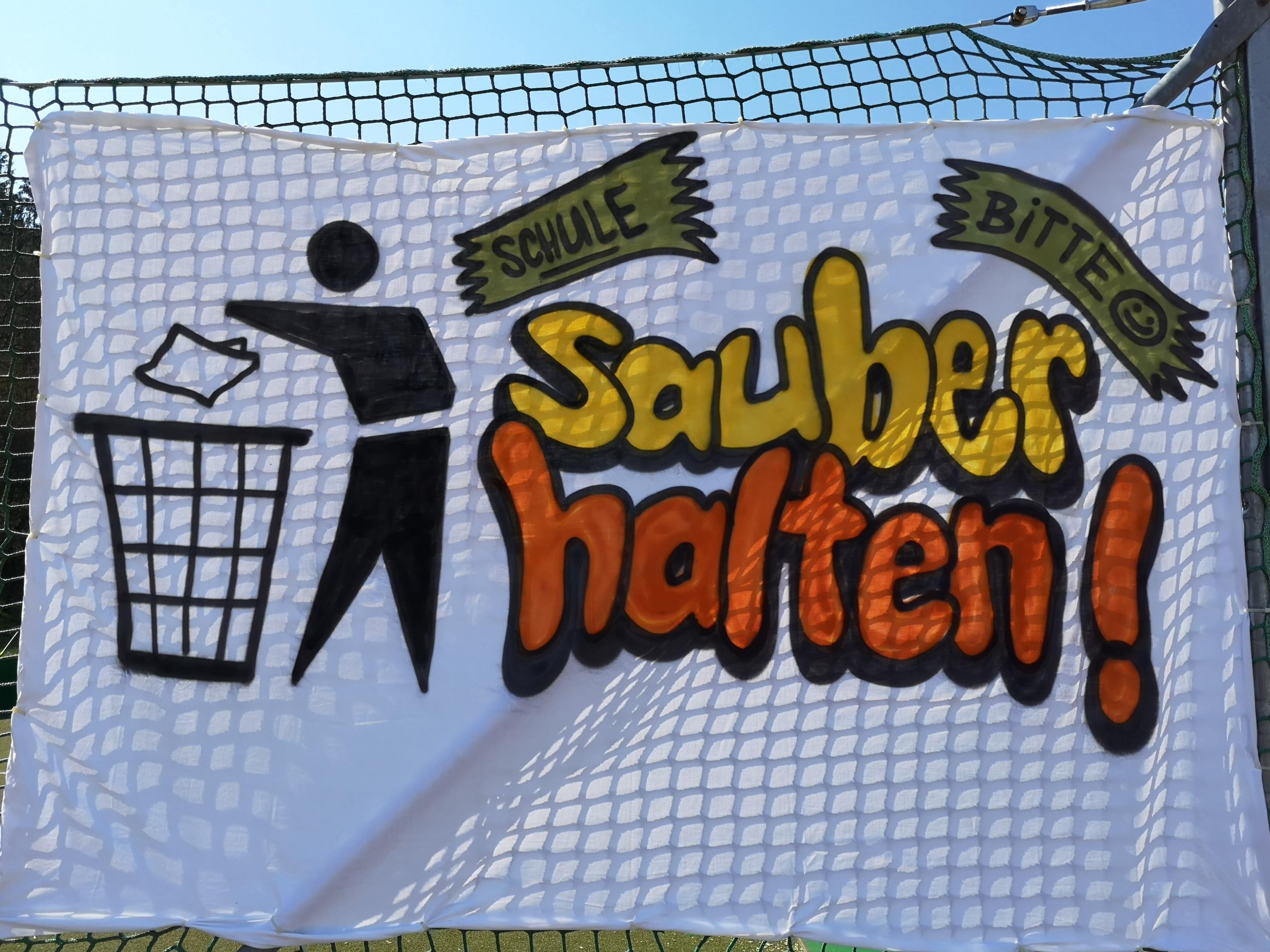 Müll im Außenbereich der Schule am Budenberg