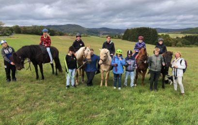 Klasse BO 1 ist zum Pferde-Spaziergang bei Florian in Eiershausen